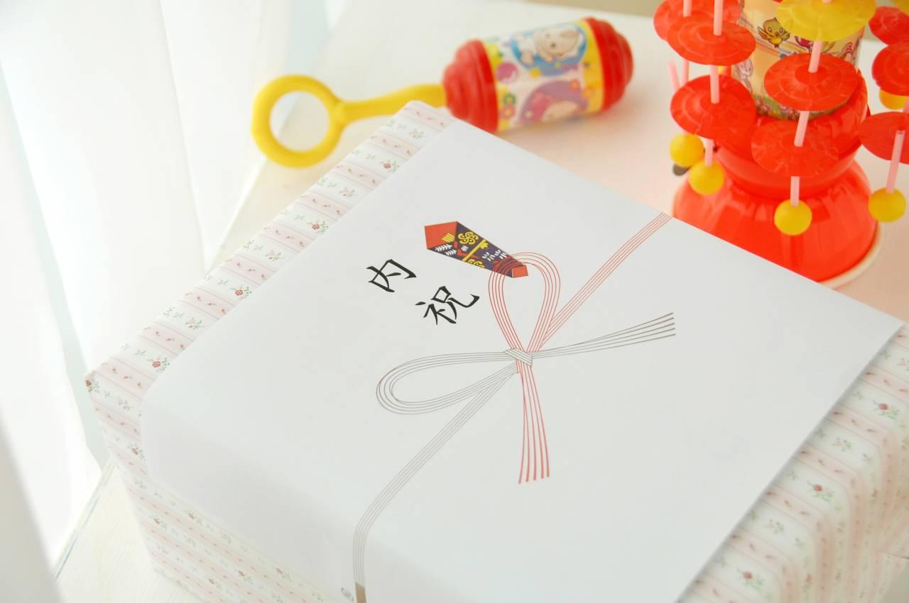出産祝いプレゼントのお返し。内祝いのマナーと選び方を紹介
