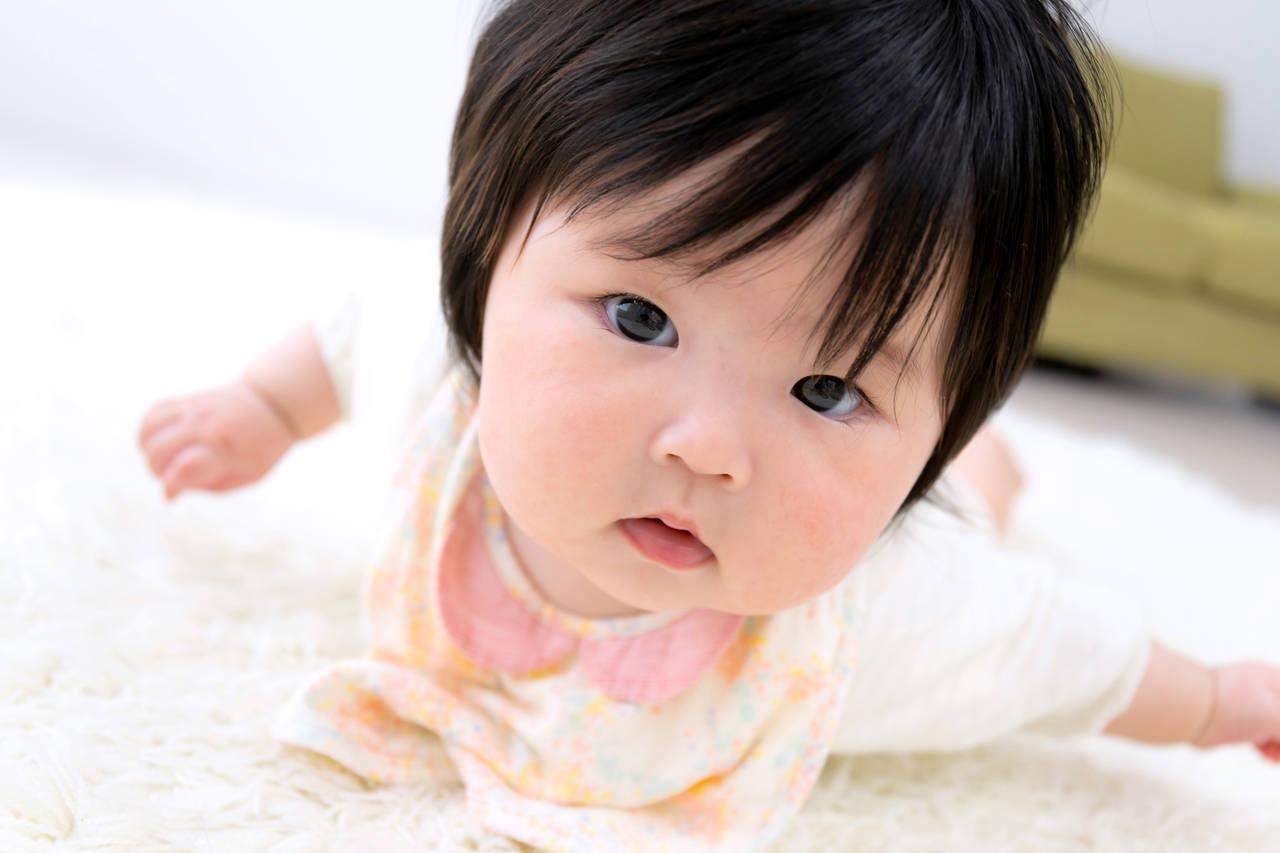 生後6カ月に秋を迎える赤ちゃんに!寒暖差を快適に過ごす服の選び方