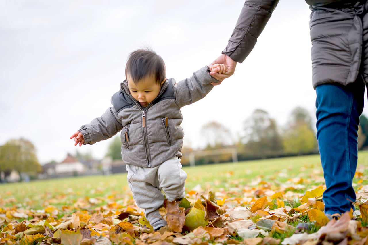 子どもとの散歩はよい効果がたくさん!散歩のポイントや靴選び