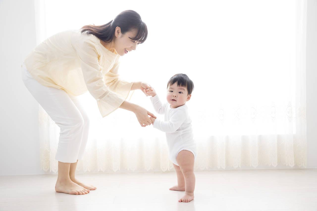 子どもが歩くようになるのはいつから?歩く練習方法や注意点