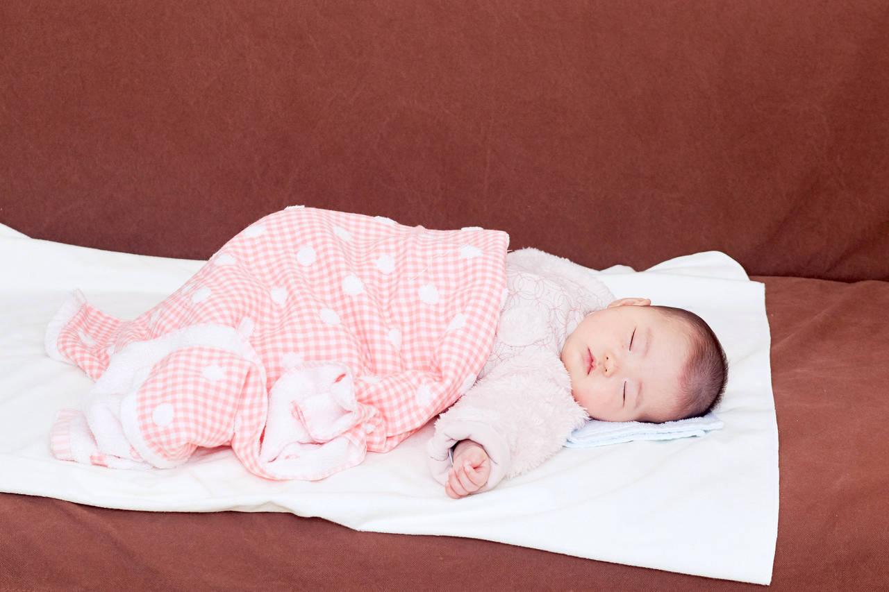 赤ちゃんが快適に眠るための環境づくり。服装や電気、寝かしつけ法
