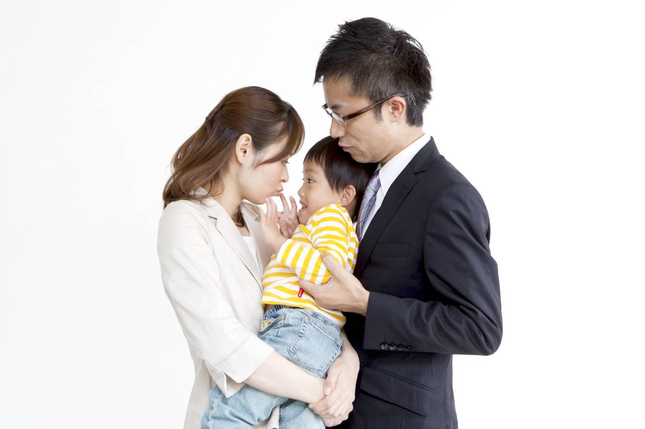 共働きで土日仕事の育児はどうする?仕事との両立のコツや工夫を紹介