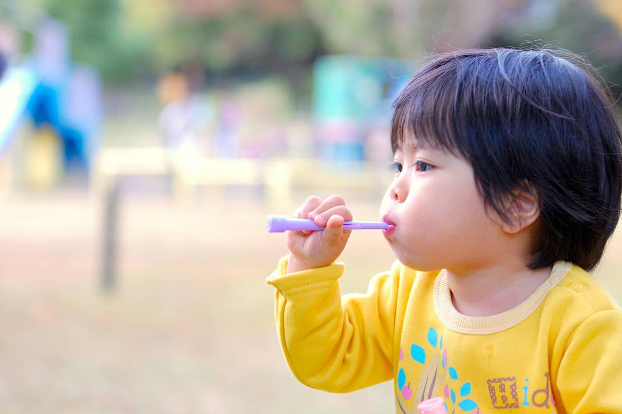 子どもが大好きシャボン玉!安全に楽しく遊ぶための方法を解説