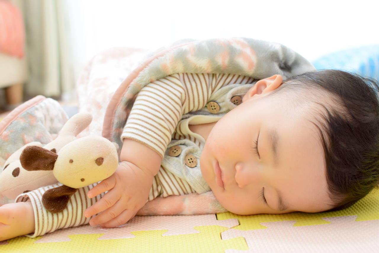 赤ちゃんの秋の掛け布団!選び方や役立ちアイテム、重ね掛けの方法