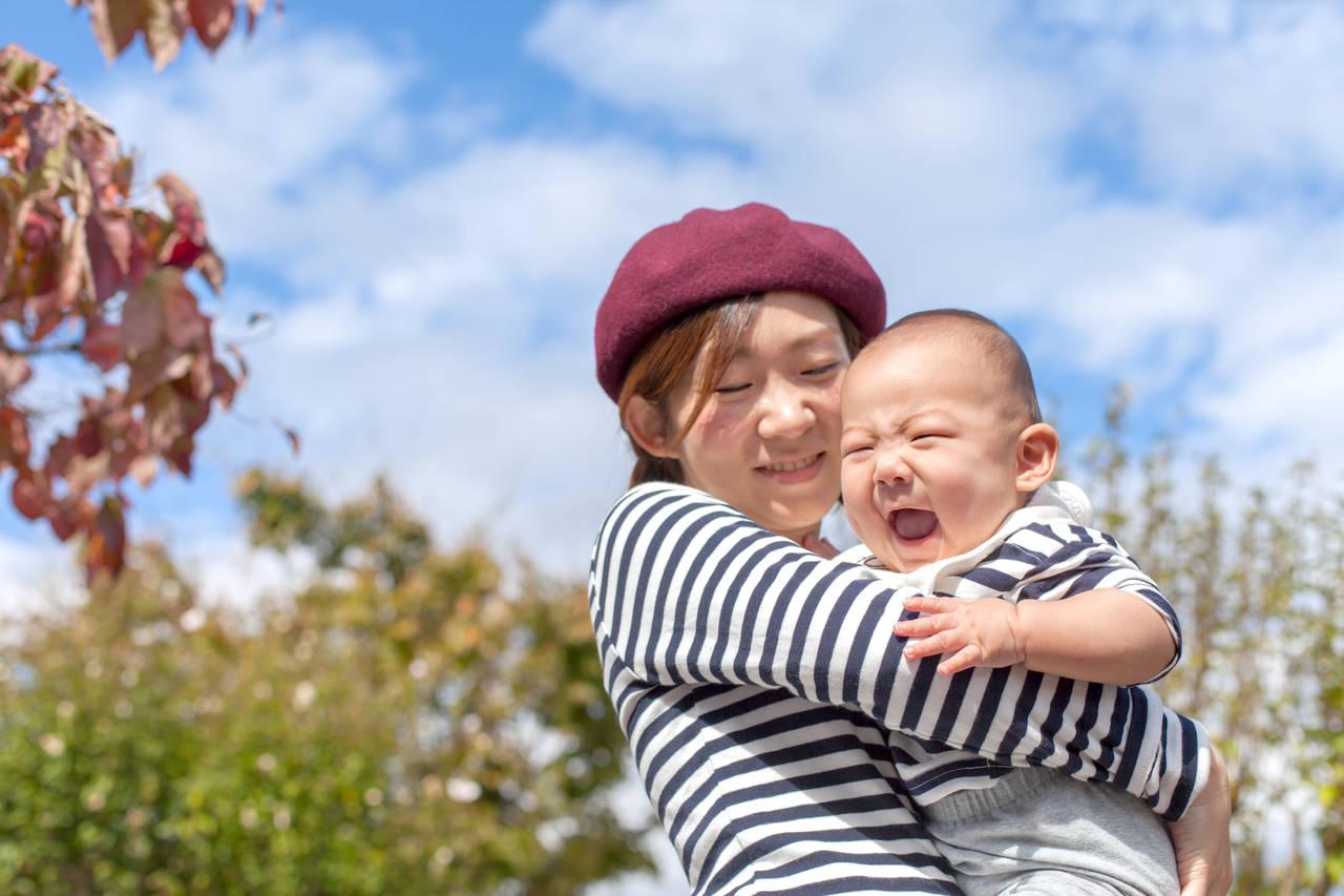 赤ちゃんと秋のお散歩に行こう!お出かけアイテムやお散歩のポイント