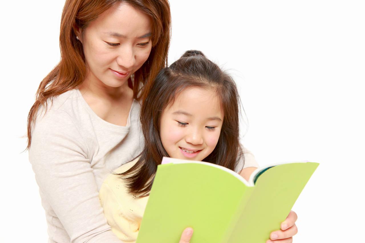 寝る前の読み聞かせはいつまで?6歳頃に選びたい絵本と読み方のコツ