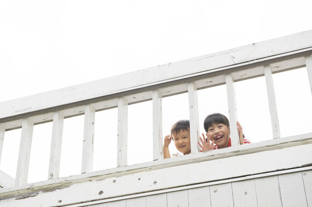 マンションのベランダで子どもがプール遊び!注意点や対策は?