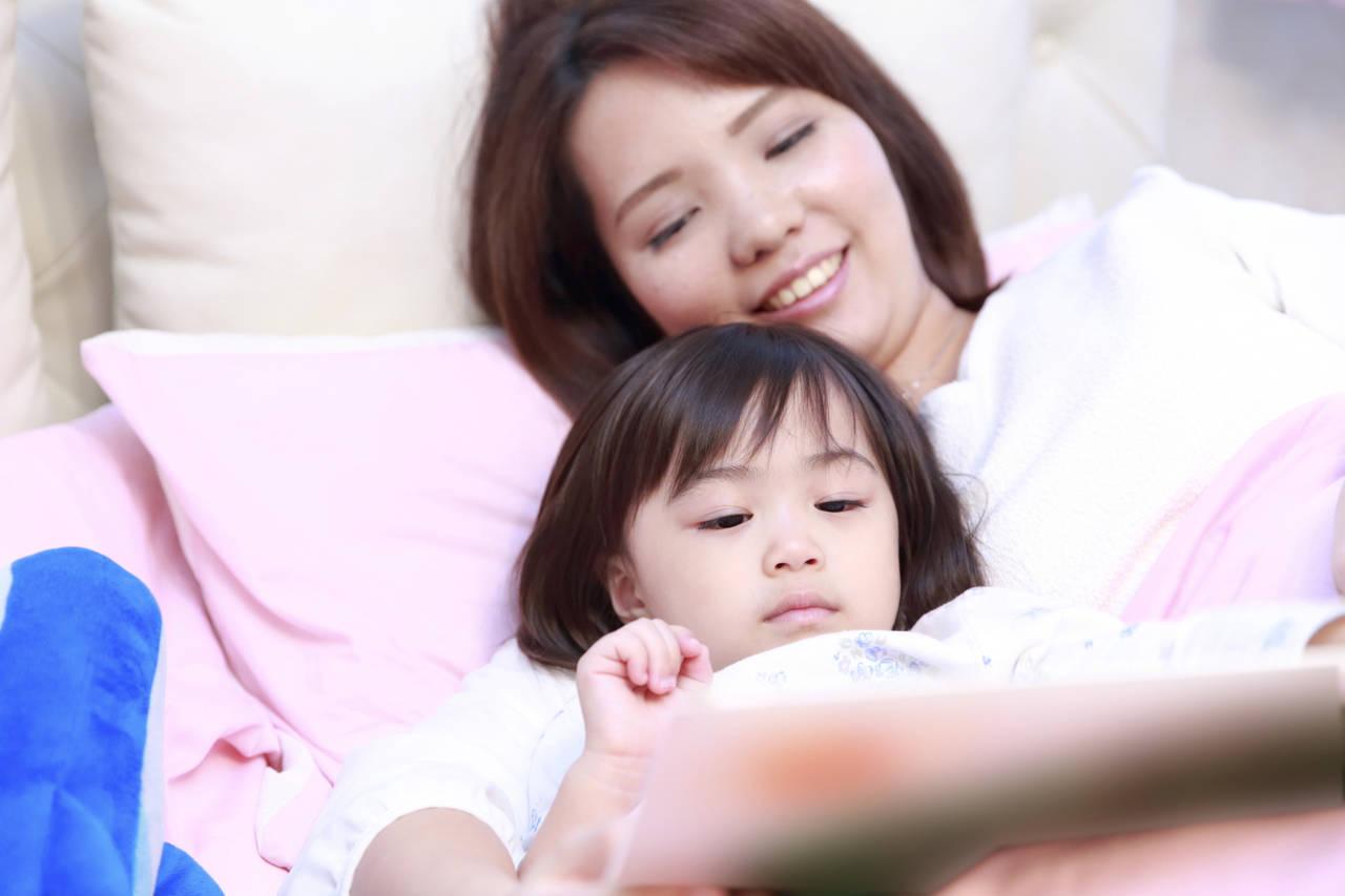 寝る前はママと絵本を読もう!子どもへの効果やおすすめの絵本を紹介