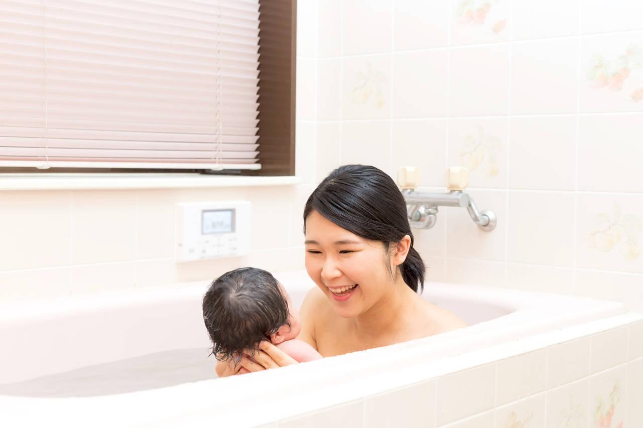 赤ちゃんの秋のお風呂の温度は?入浴後の湯冷め防止のコツもご紹介