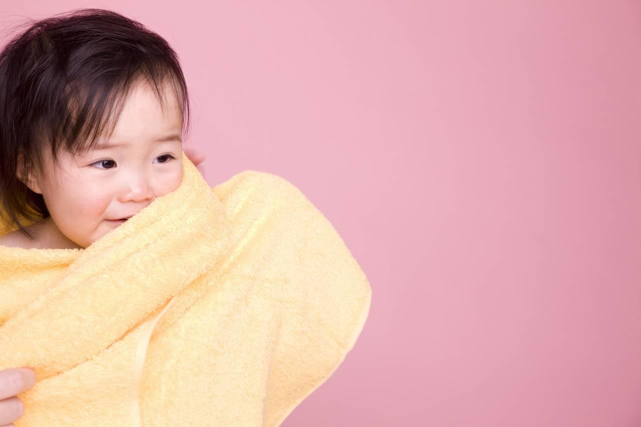 赤ちゃんが寝るときの入眠グッズ効果。タオルが選ばれやすい理由とは