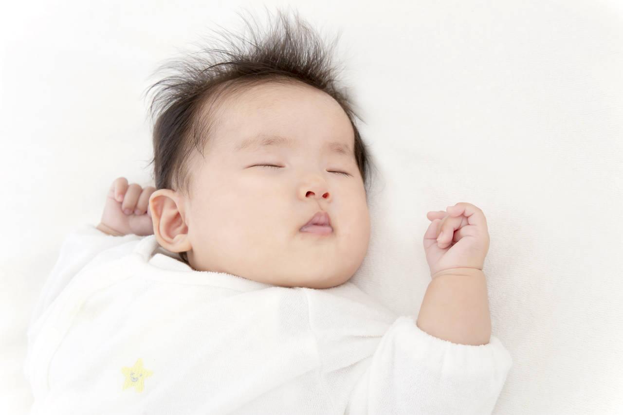 秋の夜赤ちゃんが寝るときの服装は?冷えを防いで元気にすごそう