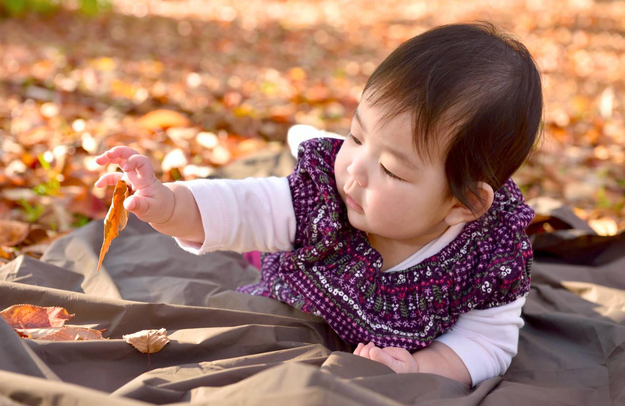 迷う秋の赤ちゃんの格好!室内とお外の格好を月齢別にご紹介