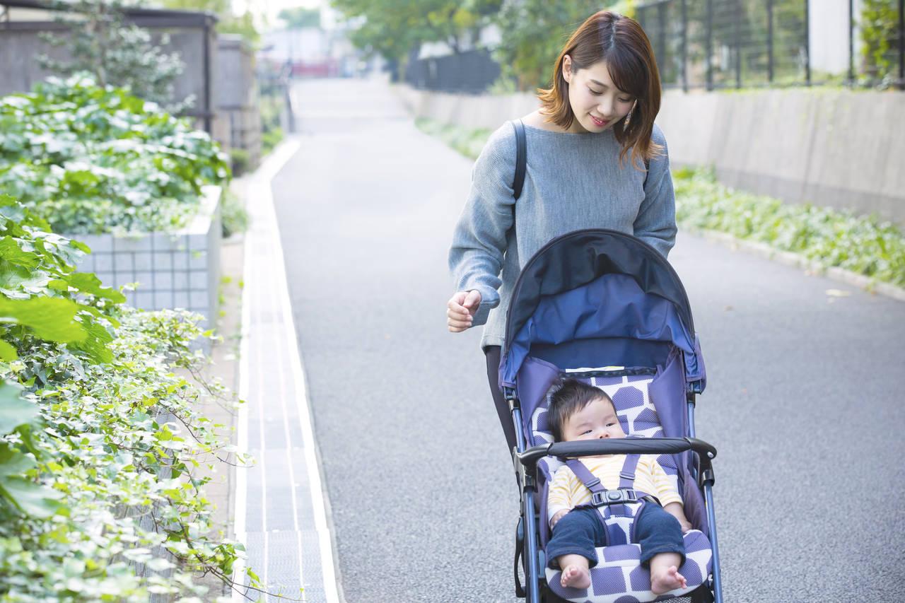 散歩すると赤ちゃんは寝る!夜の睡眠との関係や寝てる間の散歩の効果