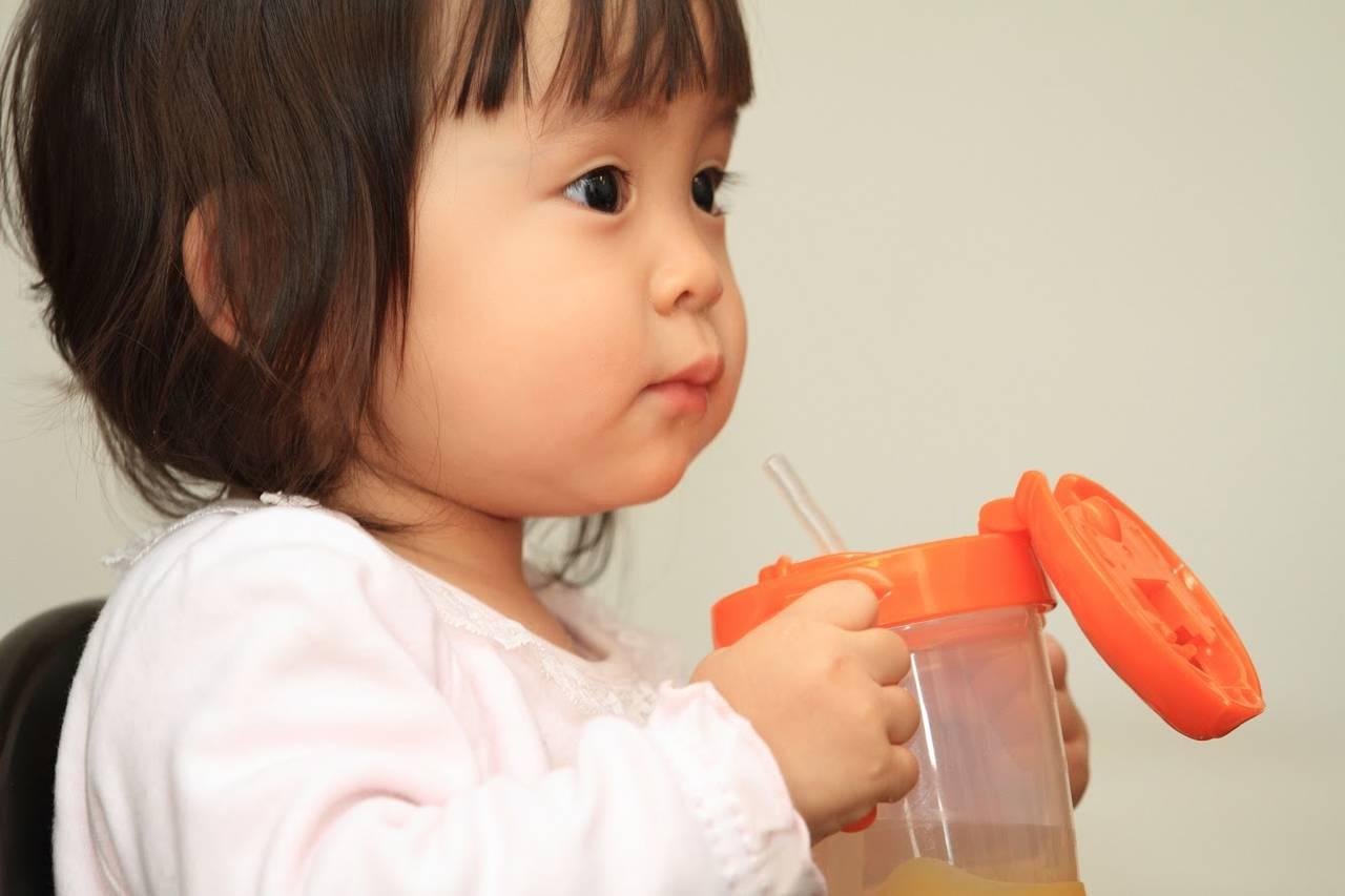 子どもがストローを噛む!理由や対処法とストローマグ以外で飲む方法