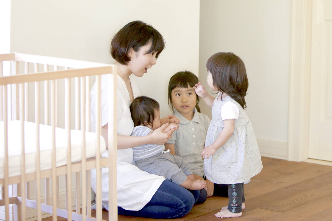 上の子とのかかわりが大切!3人目出産後の不安やイライラの解決法
