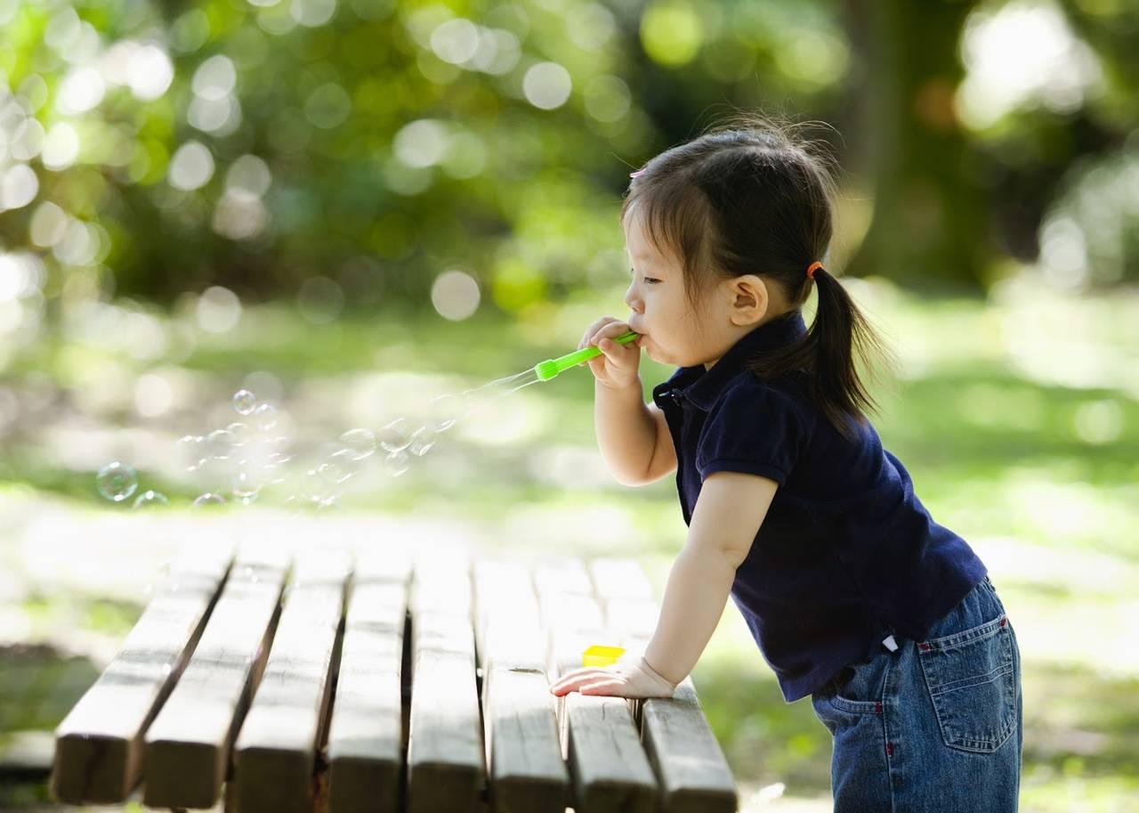 子どもと一緒にシャボン玉遊び!安全に楽しく遊ぶための基礎知識