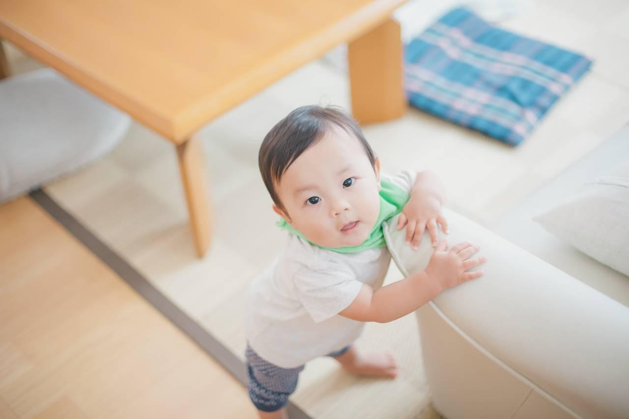 赤ちゃんが立つのが遅くて心配。立ち始めの前兆とおすすめ練習法