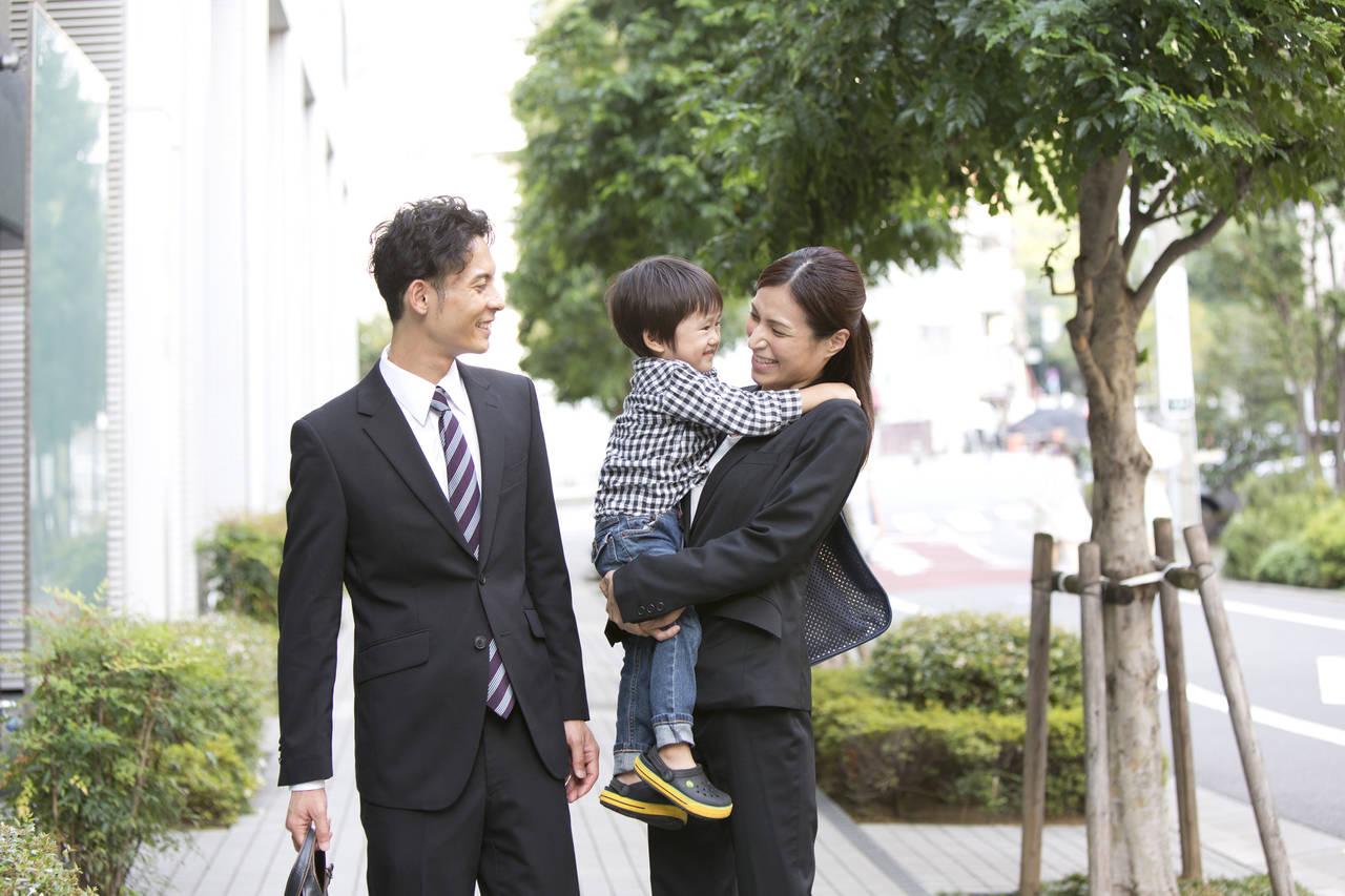 共働きは愛情不足の原因ではない。子どもを笑顔にする愛情の伝え方