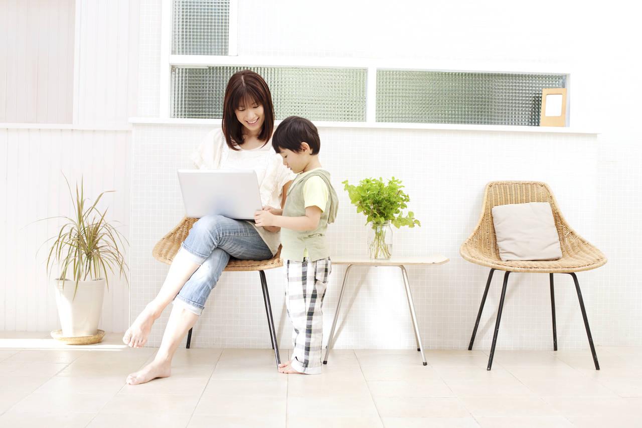 ブログを始めたいママへ!書き方や収入を得るコツ、人気ブログも紹介