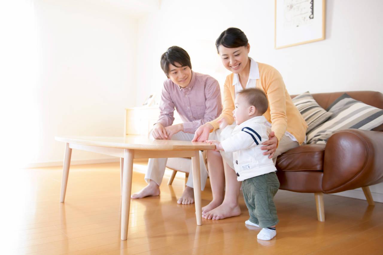 うちの赤ちゃんは立つのが早い?早く立てる赤ちゃんの特徴と注意点