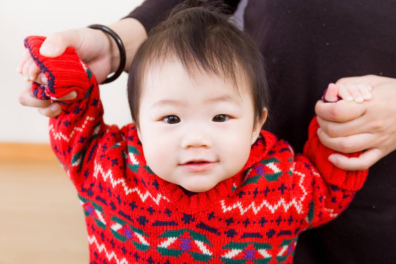 赤ちゃんが立つきっかけは様々!立っちができる前兆を知ろう