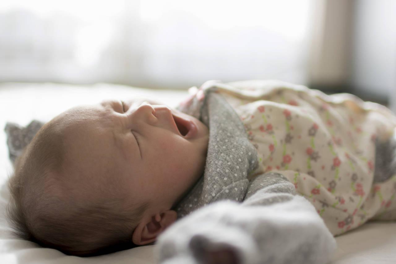 赤ちゃんが寝るときに快適な服装は?月齢、季節ごとに適切な服装を紹介
