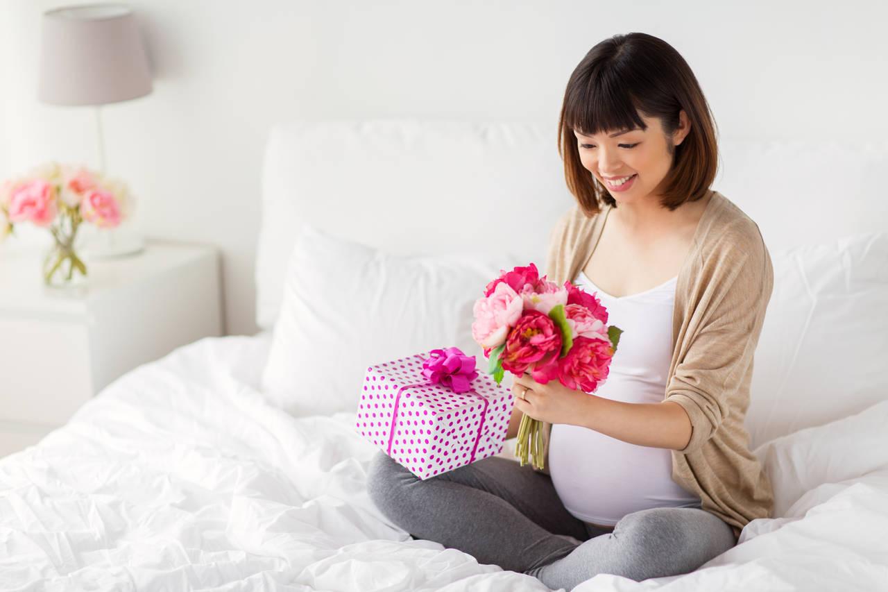 妊娠した友人にマタニティギフトを!友が喜ぶギフトの贈り方と選び方