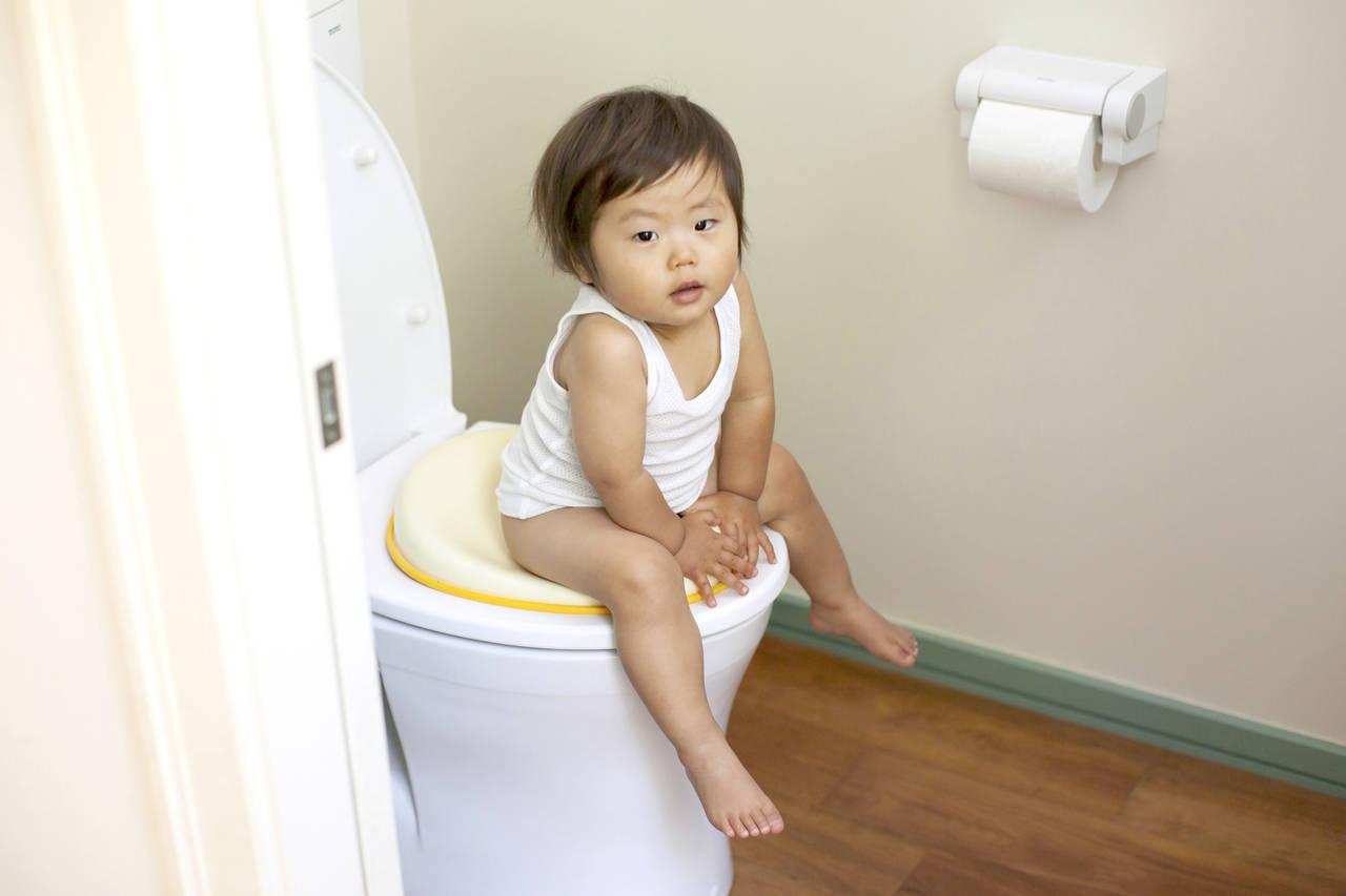 トイレを汚す子どもにもうイライラしない!対策と便利グッズを知ろう