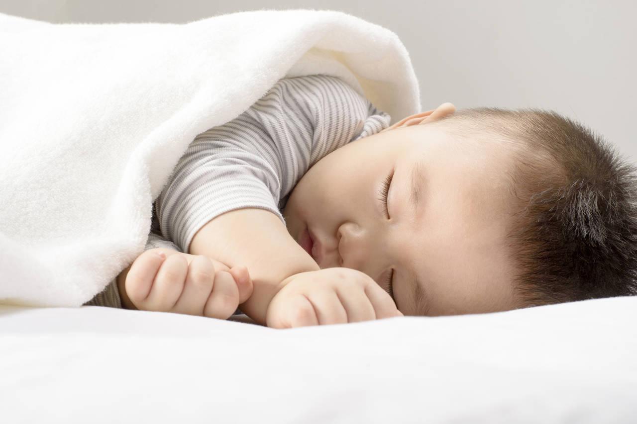 赤ちゃんの布団を暖めるには?暖めのポイントや気を付けたいこと