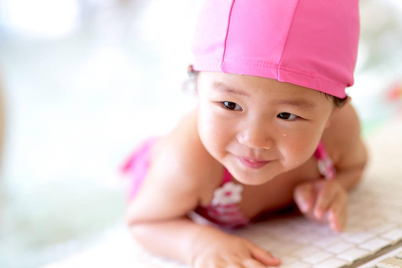 2歳児でも通えるスイミングスクール!期待できる効果と不安の解消法