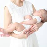 抱っこで寝る赤ちゃんを上手にお布団へ!起こさずに移動させるコツ