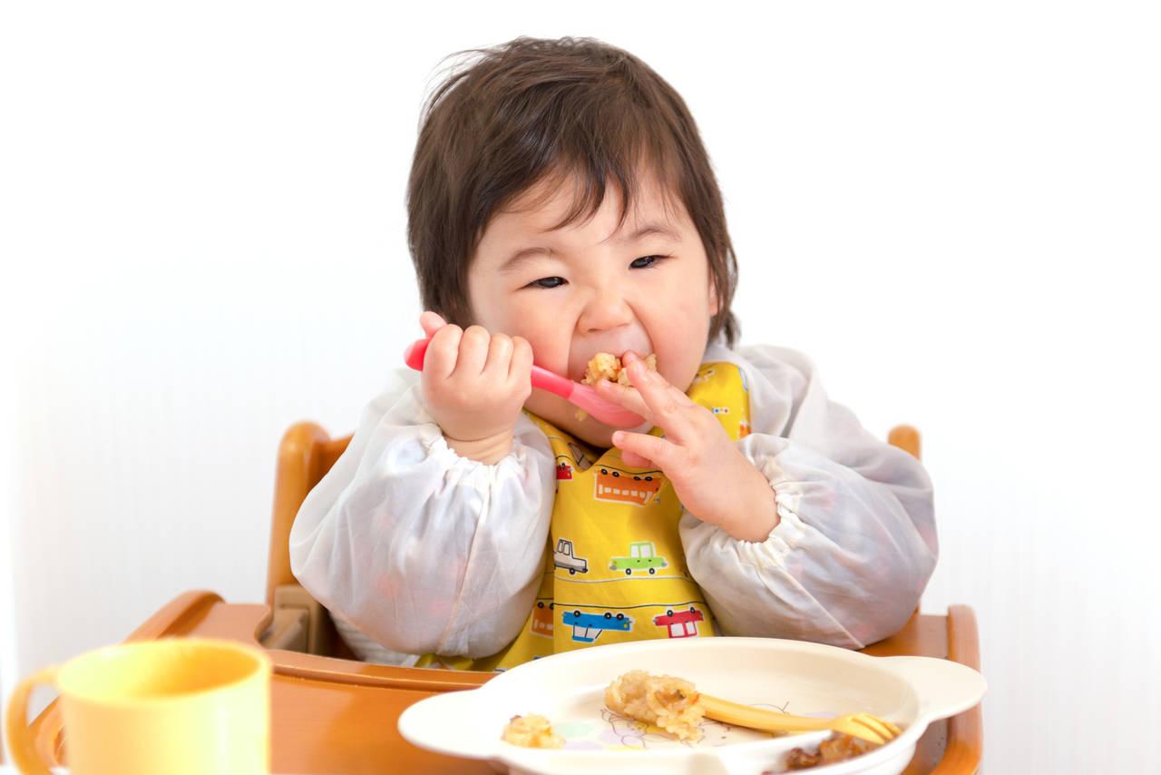 歯がない子のカミカミ期。離乳食の進め方や注意すべきこと