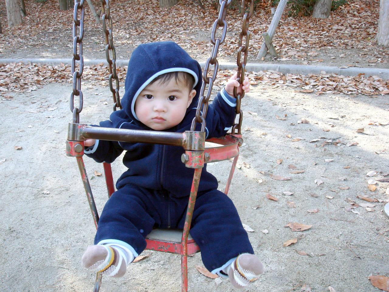 冬場に適した赤ちゃんの服装!屋内外の肌着や服装の選び方やポイント