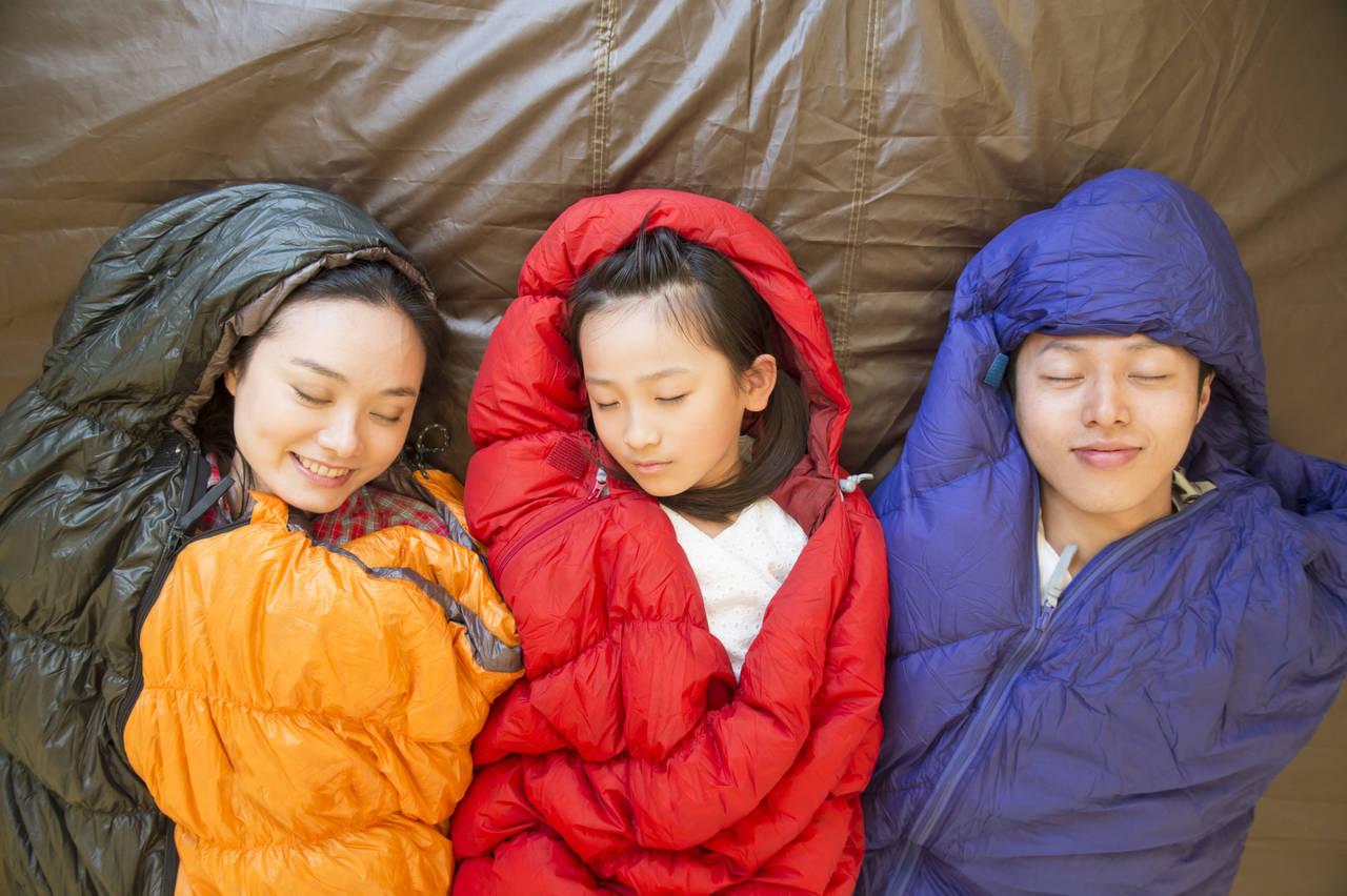 冬キャンプの子ども用寝袋を選ぼう!特徴やポイント、快眠グッズ