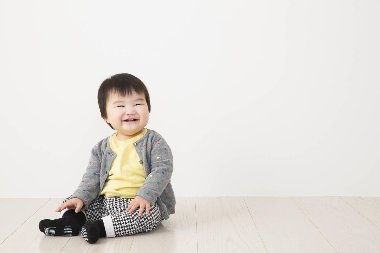 赤ちゃんに冬靴下は履かせる?選び方や靴下が脱げる嫌がる際の対処法