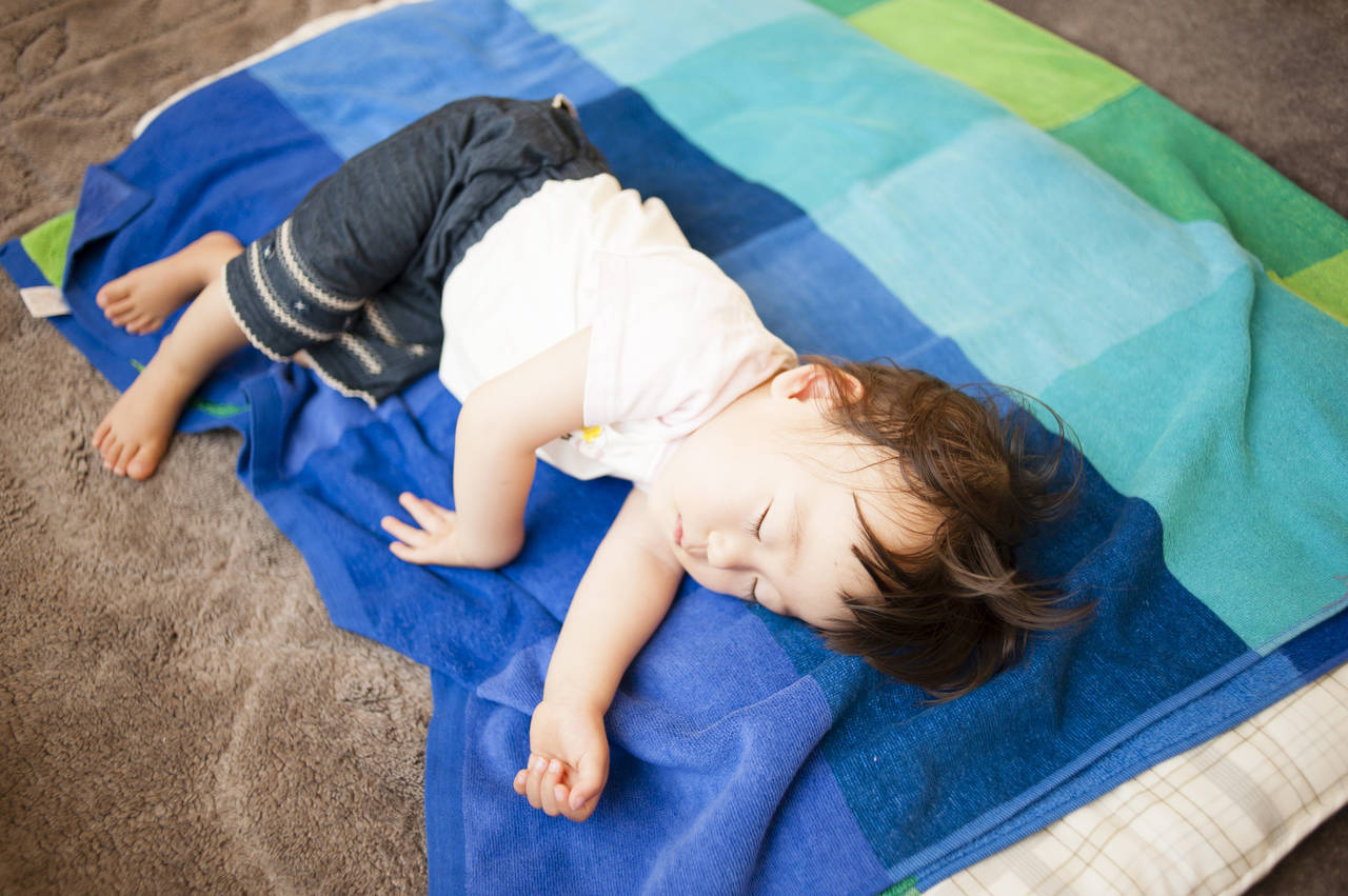 赤ちゃん用お昼寝マットでいつでもごろん!特徴、選び方、快適グッズ