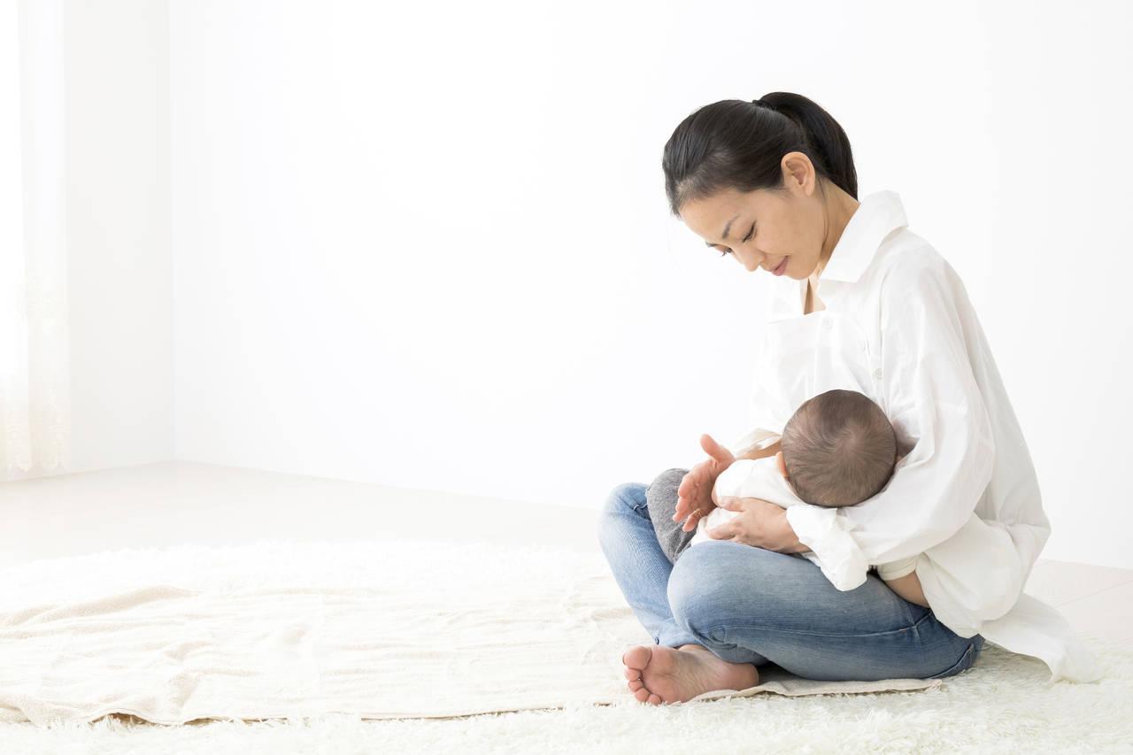 母乳育児ママの生理再開はいつ?生活環境や体の回復との関係について