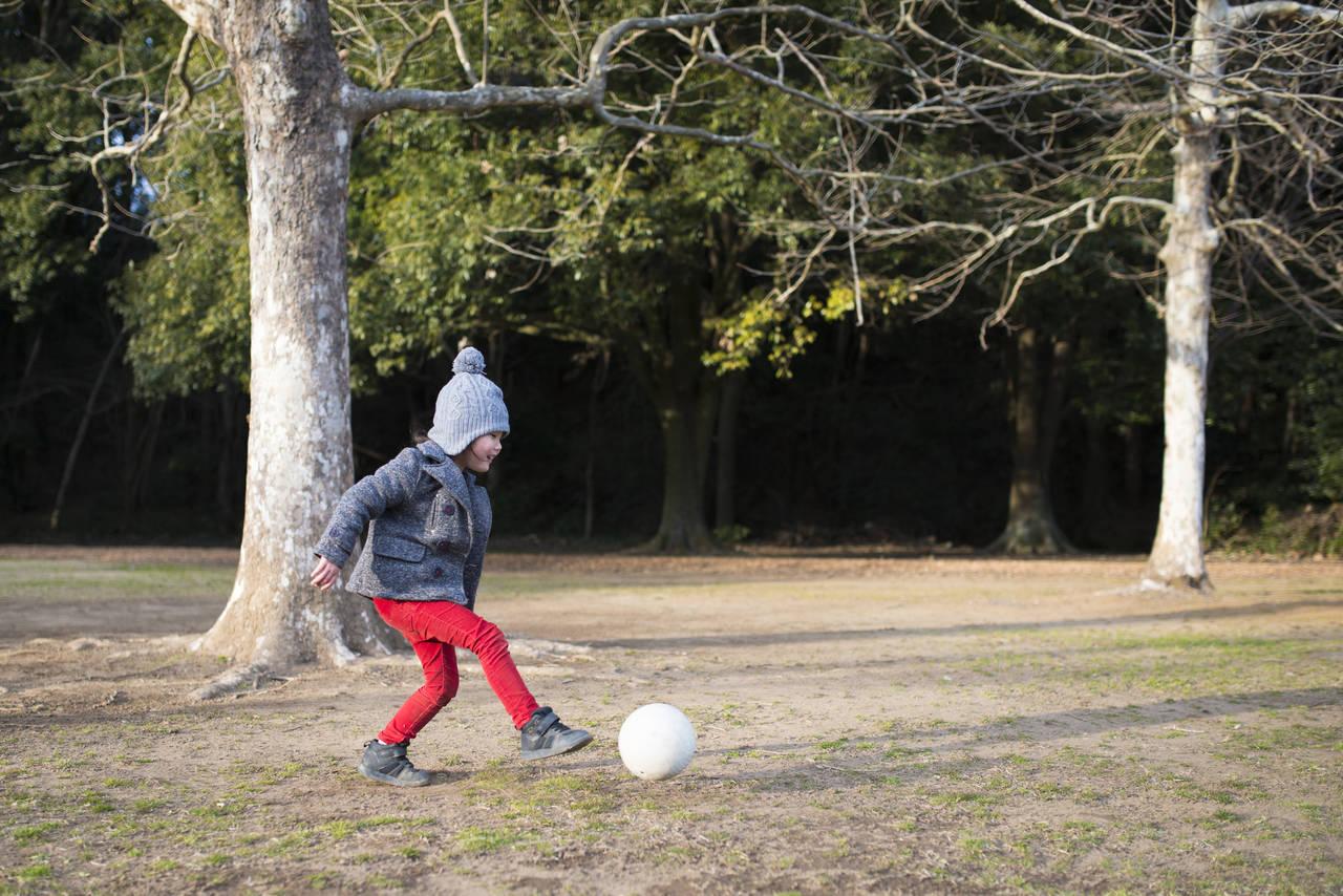 幼児期は冬でも外遊びをしよう!外遊びの効果と遊びのアイデア