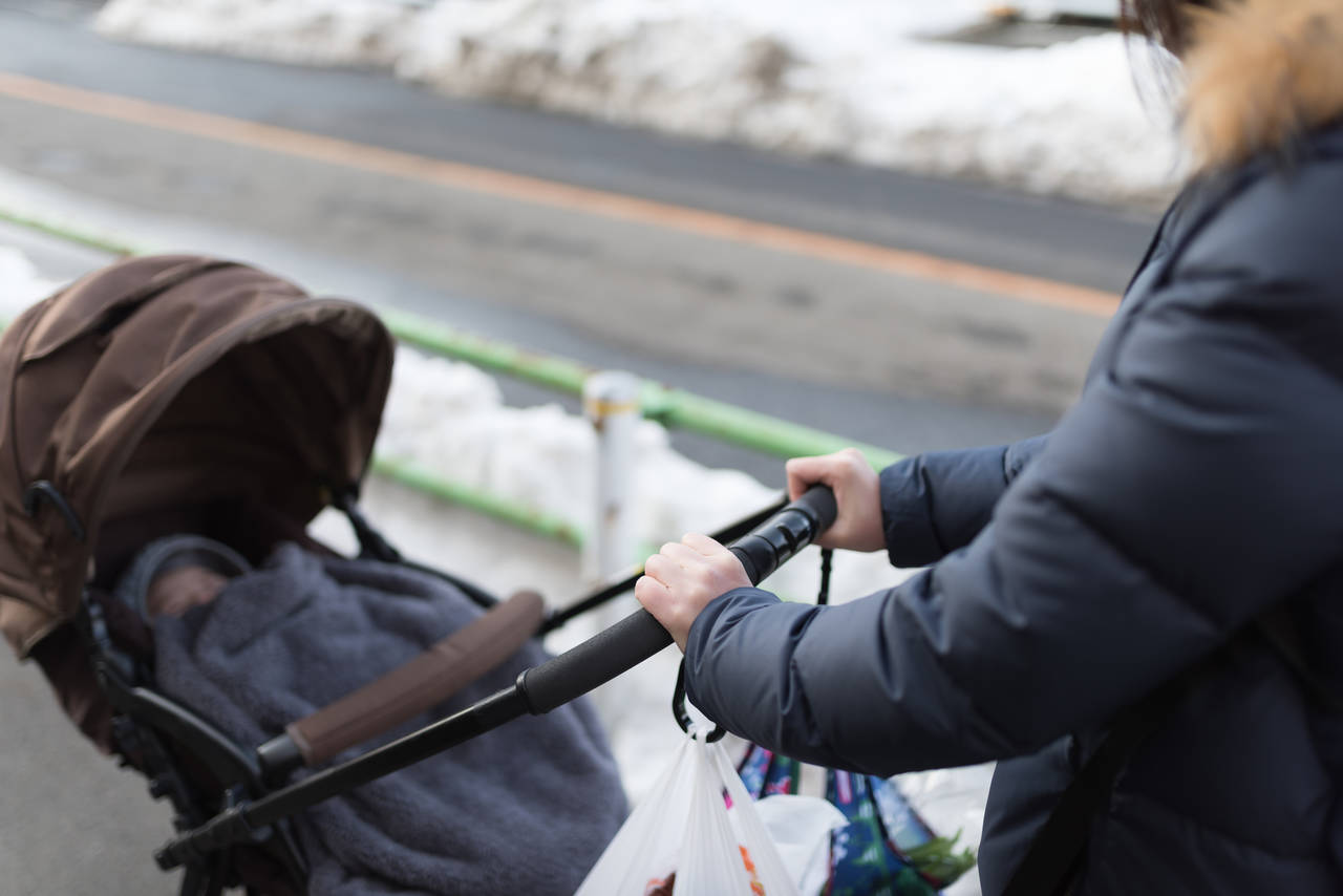5ba4ab4916c3b 赤ちゃんの冬外出には注意が必要!服装と防寒対策の方法を知ろう ...