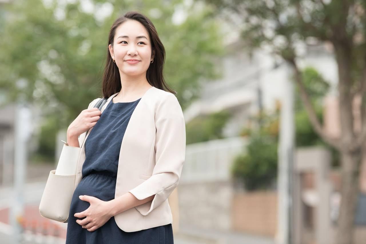 出産で休暇を取るにはどうすればよい?産休や育休の申請方法や注意点