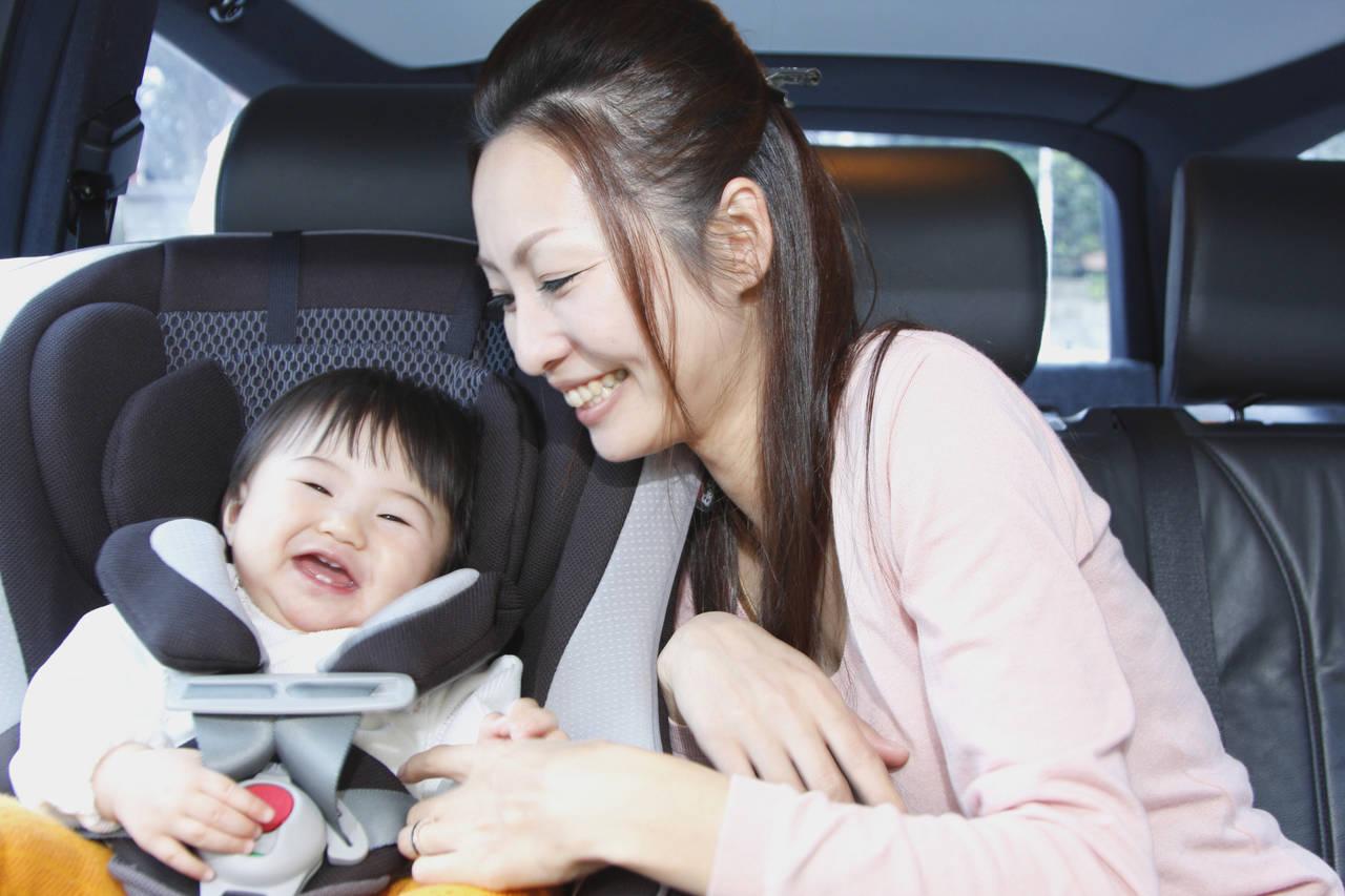 チャイルドシートを使って赤ちゃんとドライブ!便利アイテムや注意点