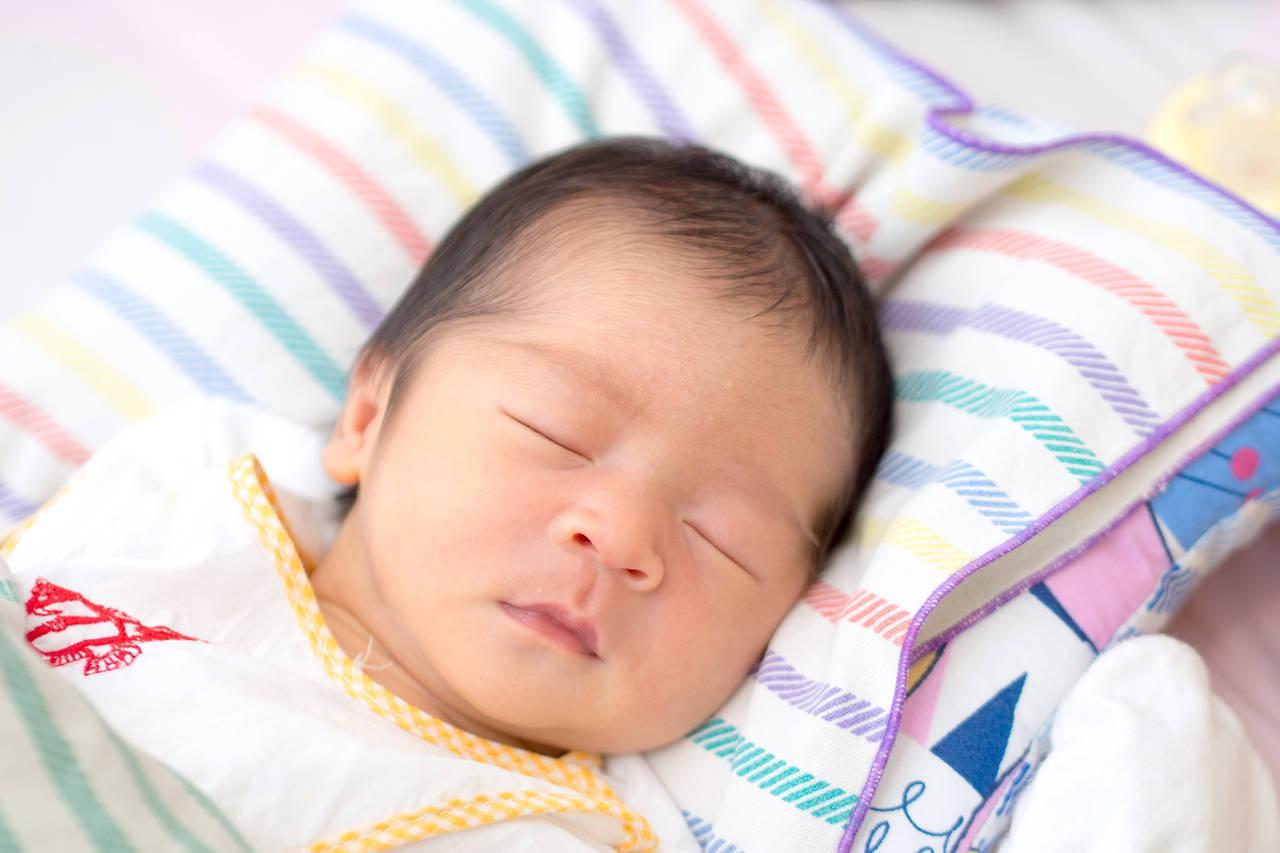 泣かない新生児が心配!可能性のある病気や寝てばかりのときの対処法