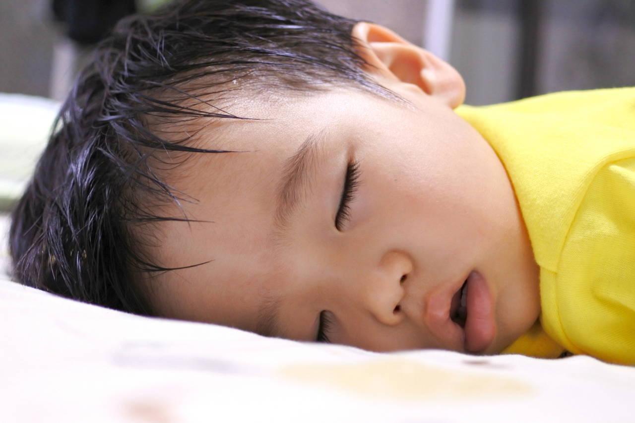 子どもが冬なのに寝汗をかくのはどうして?原因と対処方法とは