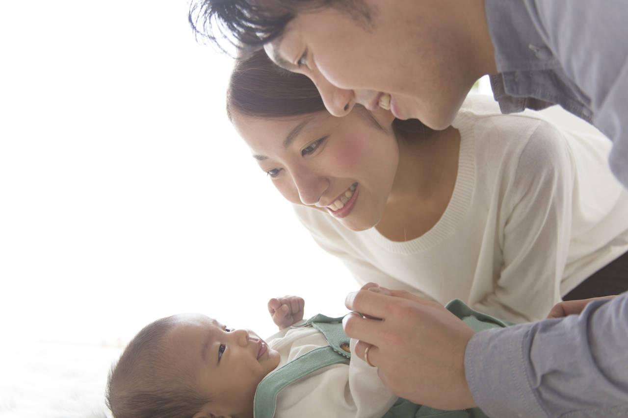 新生児が喜ぶ遊びはママとのふれあい!遊び方や遊び道具をご紹介