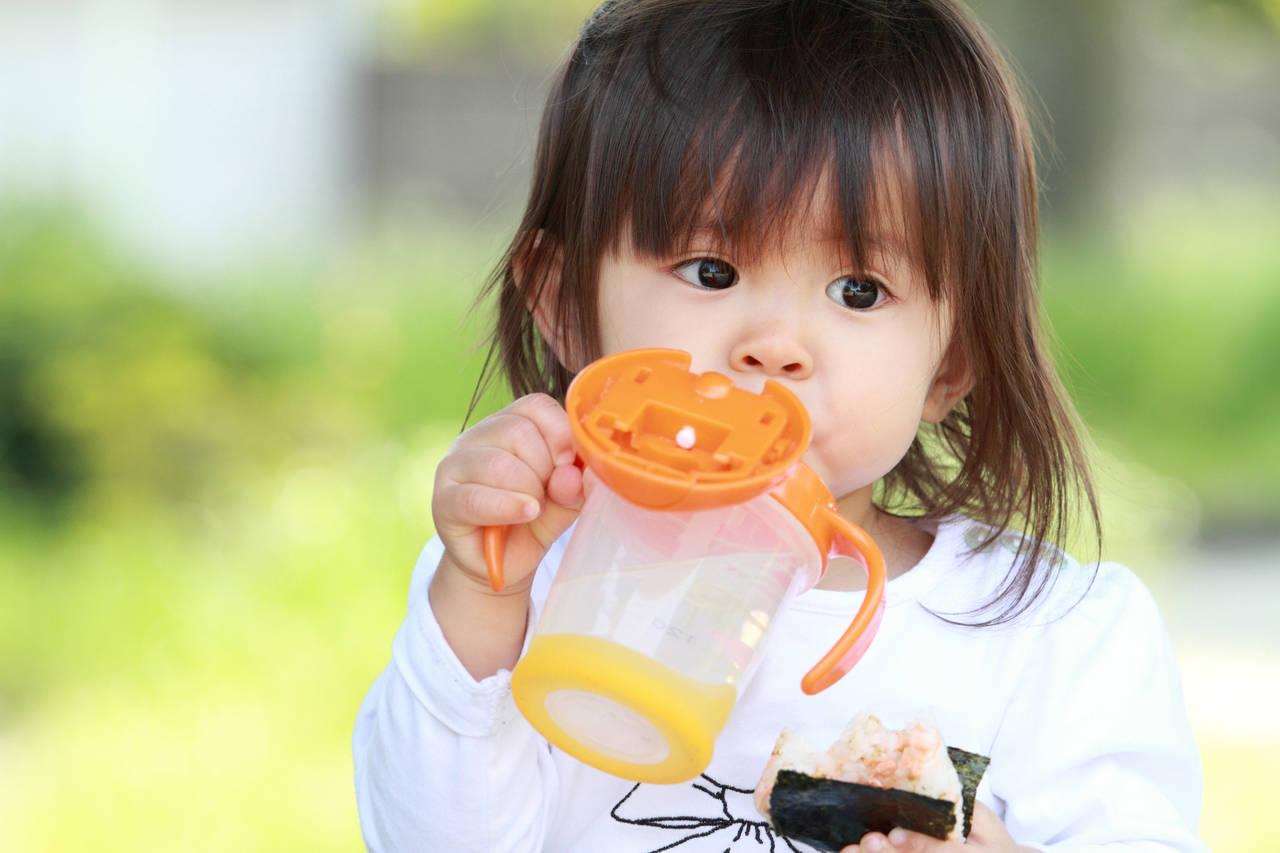 子どものストローボトルはどう選ぶ?人気商品や気になるお手入れ方法