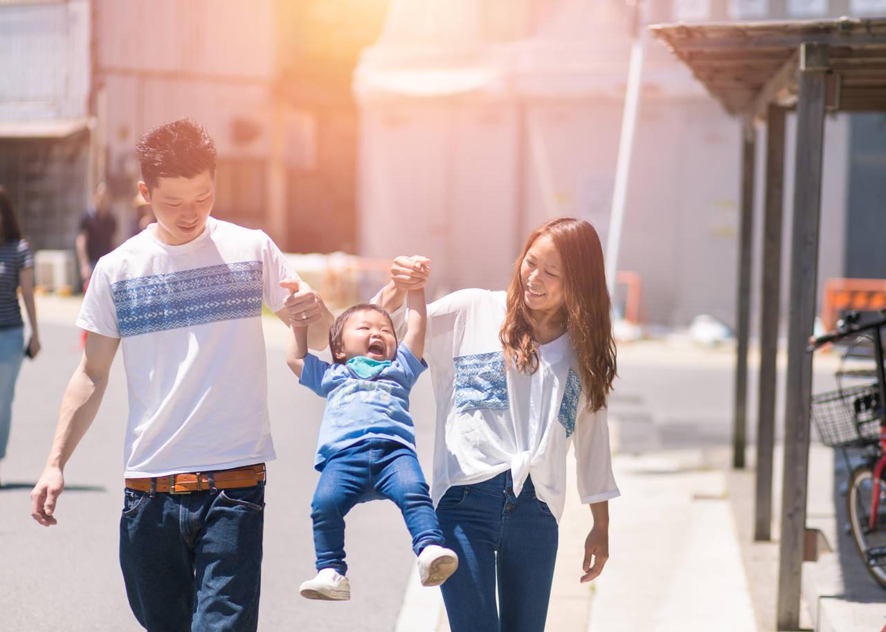 20代で子育てするメリットとデメリット!理想年収や働き方の比較