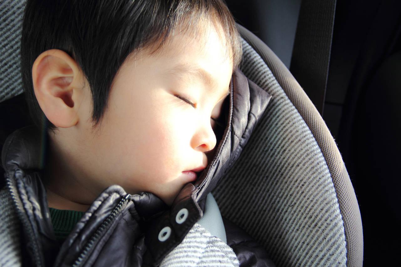 車内で寝る子どもに首カックン対策!対処法とネックピロー3選を紹介