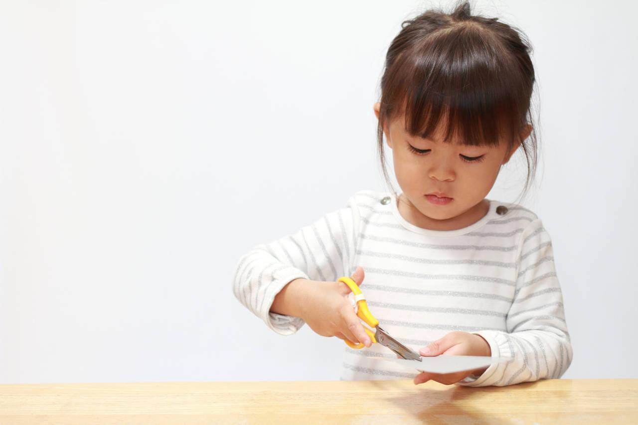 切り絵を趣味にして子どもと楽しもう!準備やキットの紹介、活用法