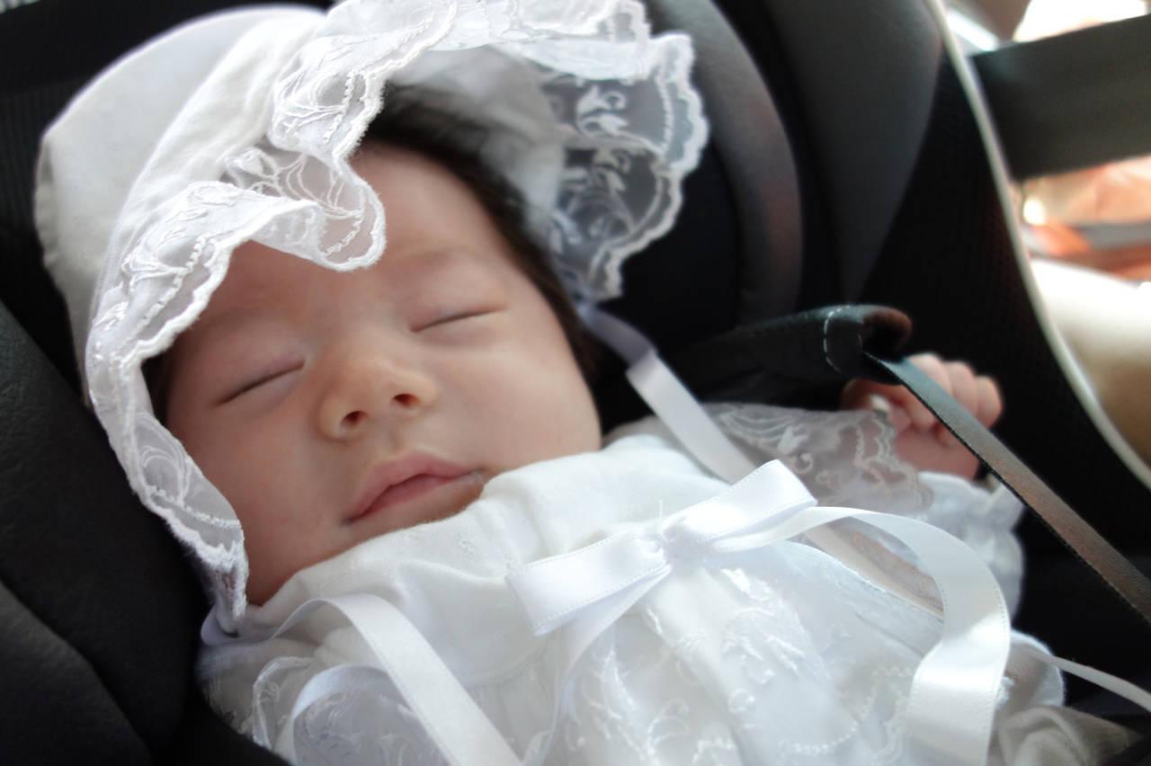チャイルドシートからはずして授乳はアリ?法律や危険性、安全のコツ