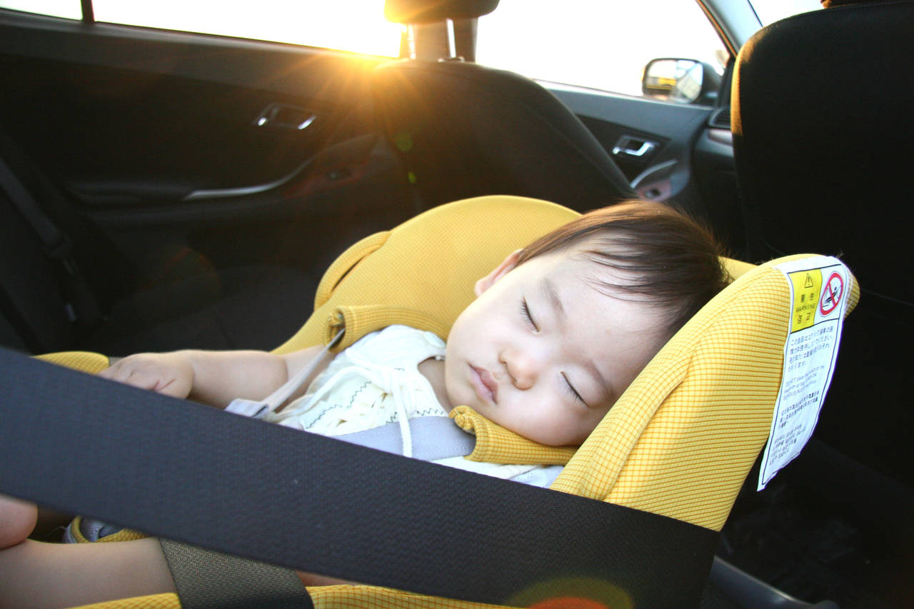 赤ちゃんの車内放置はだめ!その危険性と万が一発見した場合の対処法